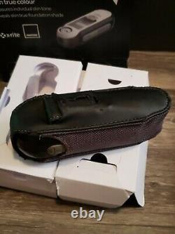 Pantone Capsure RM200 + B With Box and Case Bluetooth No. 7 Colour Matcher