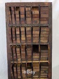 Cabinet De Meubles Hamilton Letterpress Avec Meubles Chargés. Belle Pièce