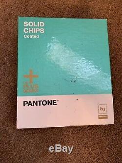 Livre Pms De Réframe De Couleur Revêtue De Copeaux Solides Pantone