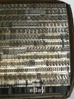 Métal Au Plomb De L'imprimante Vintage Caslon Light 24 Pt Letterpress Type