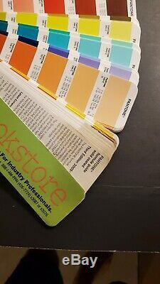 Pantone Color Guide Avec L'ensemble De 2 Cas! Coated Color Guide 2005-2006 Uncoated